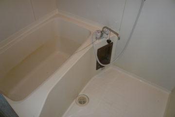 掃除ではどうにもならない浴室のシミもきれいになります